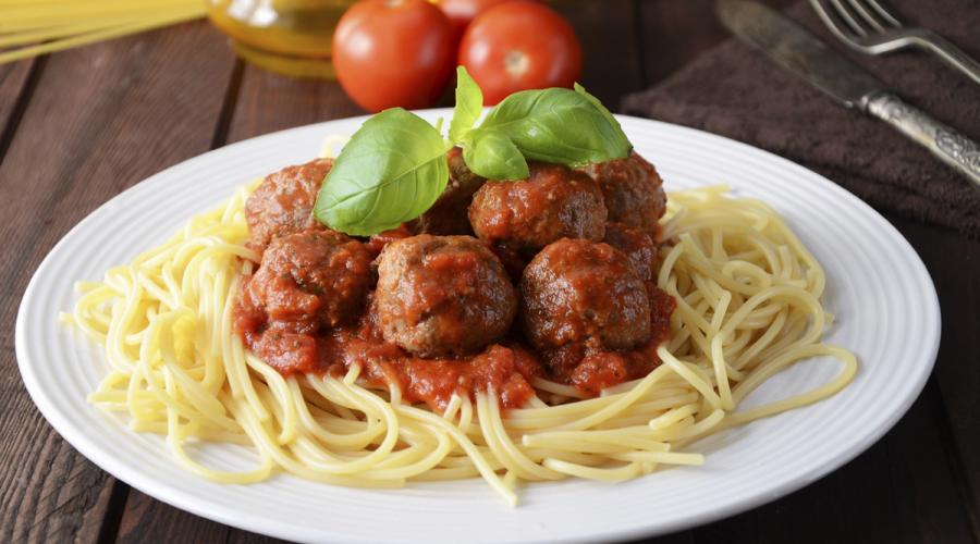 espaguetis con Albondigas de carne